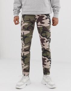 Узкие джинсы с камуфляжным принтом ASOS DESIGN-Зеленый