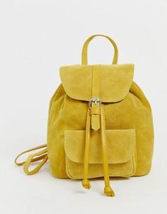 Маленький замшевый рюкзак с карманом ASOS DESIGN-Желтый