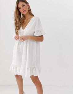 Свободное платье мини с вышивкой ришелье, баской и V-образным вырезом на груди и спине ASOS DESIGN-Белый