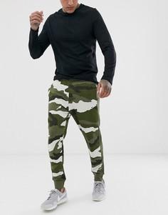 Камуфляжные джоггеры Nike-Зеленый
