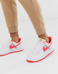 Белые кроссовки с розовым логотипом-галочкой Nike Air Force 1 07 LV8-Белый