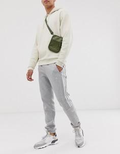 Серые джоггеры с принтом логотипа adidas Originals-Серый