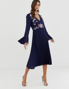 Плиссированное платье миди с вышивкой и кружевными вставками ASOS DESIGN-Темно-синий