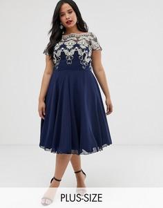 Темно-синее шифоновое платье миди с вышивкой Chi Chi London Plus-Темно-синий