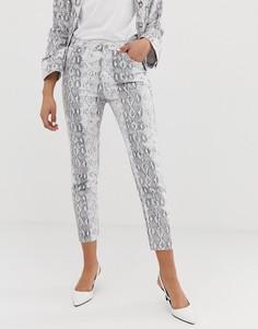 Джинсы в винтажном стиле со змеиным принтом FAE-Серый