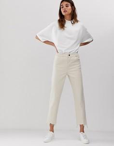 Белые укороченные джинсы с отделочными швами и необработанным краем ASOS WHITE-Белый