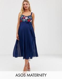 Плиссированное платье миди на бретельках с вышивкой ASOS DESIGN Maternity-Темно-синий