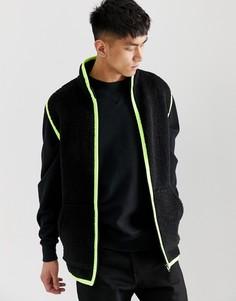 Черная куртка из искусственного меха без рукавов и с отделкой неоновой расцветки ASOS DESIGN-Черный