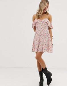 Свободное платье с цветочным принтом, открытыми плечами и оборкой En Creme-Мульти