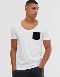 Белая футболка с овальным вырезом и контрастным карманом ASOS DESIGN-Белый