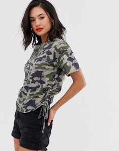Укороченная футболка с камуфляжным принтом и сборками сбоку ASOS DESIGN-Мульти