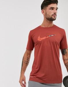 Красная футболка с логотипом-галочкой Nike Training-Красный
