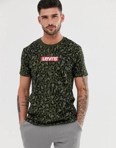 Зеленая футболка с камуфляжным принтом и логотипом Levis-Зеленый