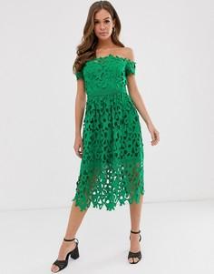 Зеленое кружевное платье миди с открытыми плечами Chi Chi London-Зеленый