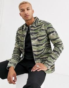 Джинсовая куртка с камуфляжным принтом ASOS DESIGN-Зеленый