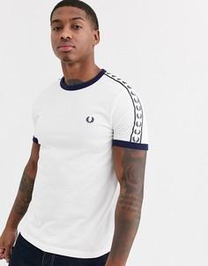 Белая футболка с контрастной окантовкой и лентой Fred Perry-Белый