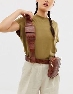 Сумка-кошелек в стиле милитари с ремешком через плечо и крокодиловым узором ASOS DESIGN-Светло-коричневый