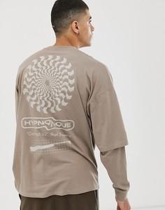 Oversize-футболка с двухслойными длинными рукавами и абстрактным принтом ASOS DESIGN-Коричневый
