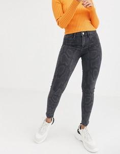 Серые джинсы скинни со змеиным принтом River Island Molly-Серый