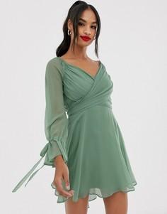Платье мини с ярусной юбкой, запахом и кружевной отделкой ASOS DESIGN-Зеленый