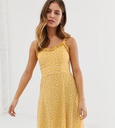 Желтый сарафан с оборками по краю и цветочным принтом New Look