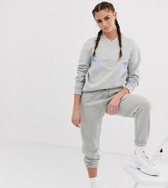 Спортивные брюки в стиле oversize с яркой отделкой из комплекта Fila-Серый