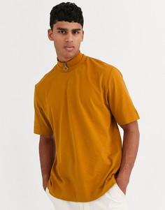 Свободная футболка с высоким воротом на молнии ASOS WHITE-Коричневый