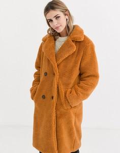 Двубортное удлиненное пальто из искусственного меха QED London-Светло-коричневый