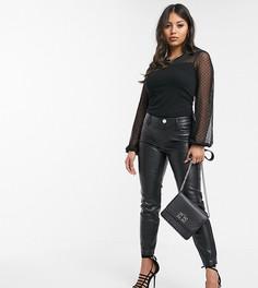 Черные брюки скинни из искусственной кожи River Island Petite-Черный