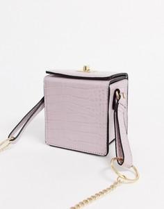 Сумка через плечо с крокодиловым рисунком ASOS DESIGN-Розовый