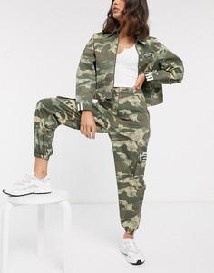 Камуфляжные брюки карго с завышенной талией adidas Originals RYV-Мульти