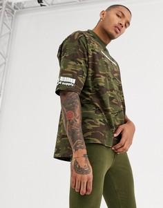 Камуфляжная oversize-футболка с принтом на груди и рукаве ASOS DESIGN-Зеленый