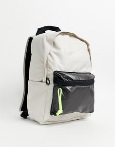 Бежевый рюкзак с неоновой молнией Nike