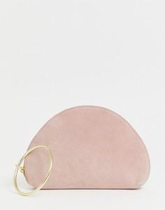 Замшевый полукруглый клатч с кольцом на запястье ASOS DESIGN-Розовый