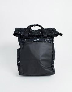 Черный рюкзак с блестящим принтом Nike Training