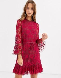 Красное платье мини с расклешенными рукавами и вышивкой Needle & Thread-Красный