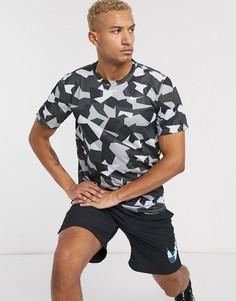 Футболка с геометрическим камуфляжным принтом Nike Training-Черный