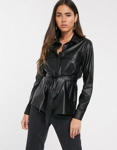 Черная рубашка из искусственной кожи с поясом Stradivarius-Черный