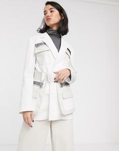 Блейзер в стиле милитари с карманом из искусственной кожи и поясом ASOS DESIGN premium-Белый