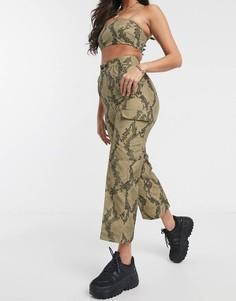 Узкие брюки в стиле милитари со змеиным принтом ASOS DESIGN-Мульти