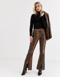 Кожаные брюки со змеиным принтом и разрезами Topshop-Коричневый