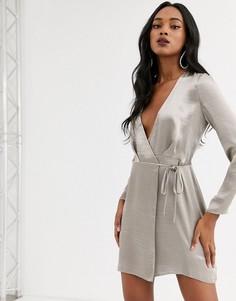 Атласное платье мини с запахом ASOS DESIGN-Кремовый