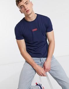 Синяя свободная футболка с красным логотипом на груди Levis-Темно-синий