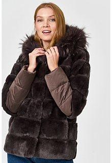 Шуба из меха кролика с отделкой мехом енота Virtuale Fur Collection