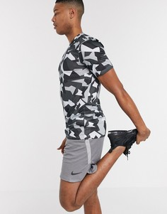 Футболка с камуфляжным принтом Nike Training Tall-Черный