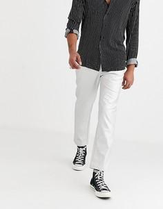 Суженные книзу брюки из искусственной кожи серебристого цвета ASOS DESIGN-Серебряный