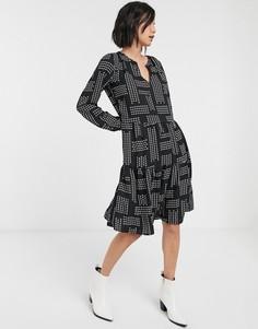 Свободное платье с геометрическим принтом и ярусной оборкой Only-Мульти