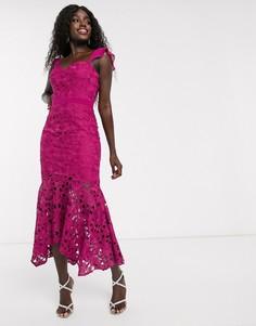 Кружевное платье миди цвета фуксии с годе Chi Chi London-Розовый