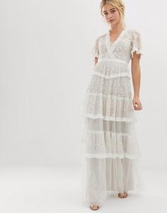 Ярусное кружевное платье макси цвета слоновой кости с вышивкой Needle & Thread-Белый