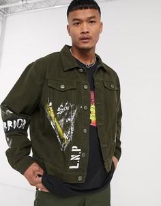 Джинсовая куртка хаки с нашивками и принтом Liquor N Poker-Зеленый